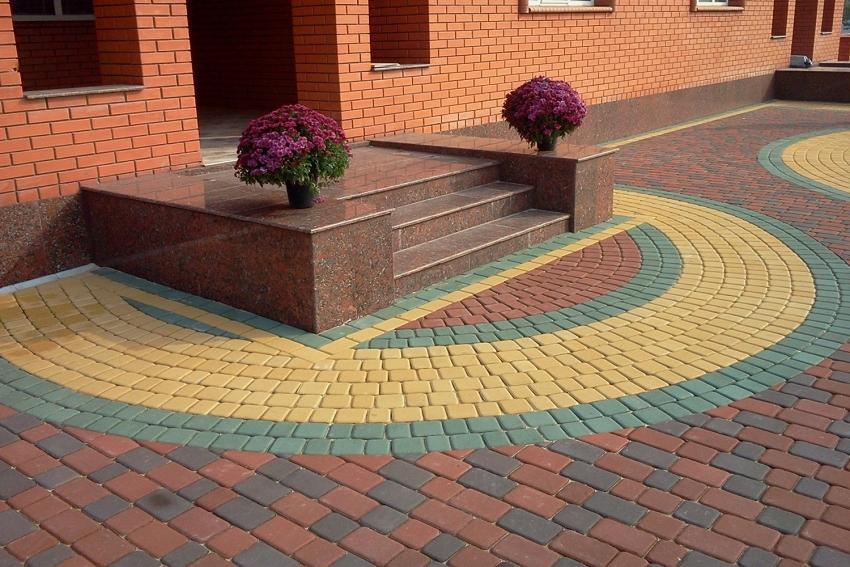С помощью вибростола и специальных форм, можно изготовить тротуарную плитку любого размера и конфигурации