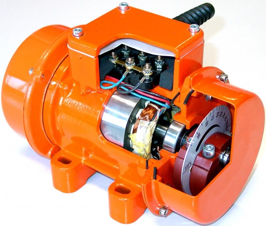 Мощность электродвигателя определяет длительность работы станка и необходимое количество вырабатываемой тротуарной плитки