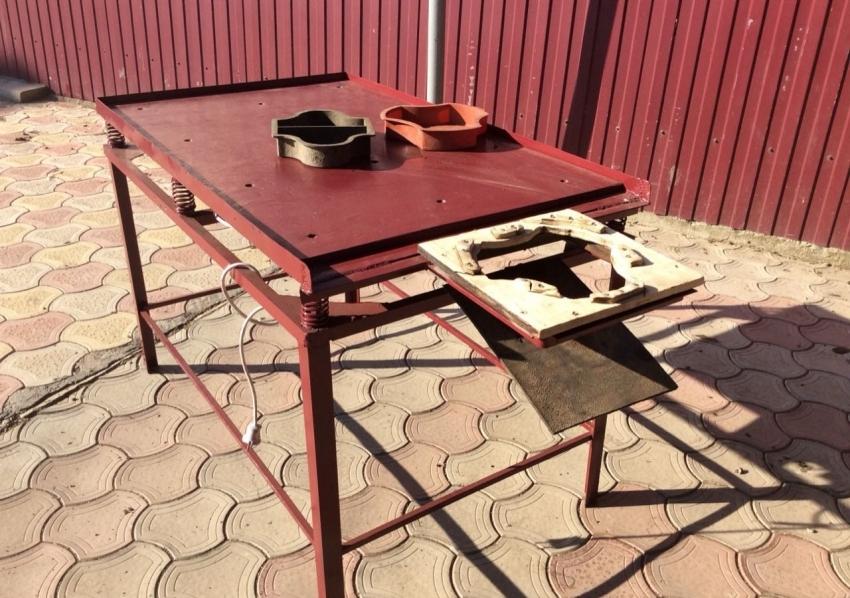 Пример реализации вибрационного стола для изготовления тротуарной плитки с расформовочной насадкой