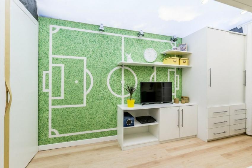 С помощью антитрафарета и жидких обоев можно креативно оформить интерьер детской комнаты