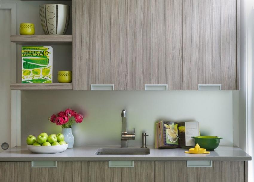 Пластиковые панели используются для отделки рабочей зоны на кухне