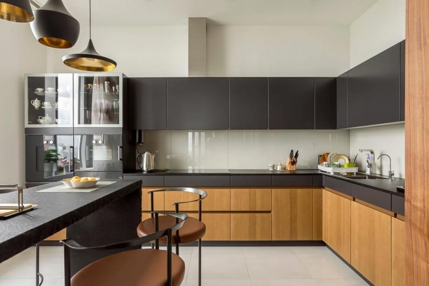 Фартуки для кухни из поликарбонатных листов могут быть матовыми, глянцевыми или фактурными