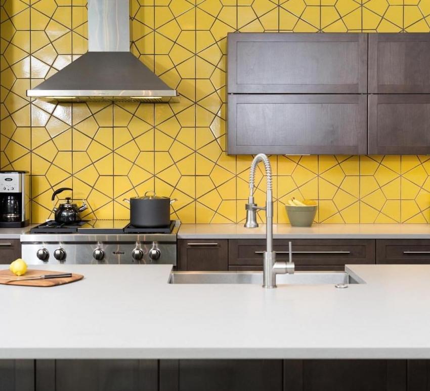Плитка интересной формы отлично впишется в интерьер в стиле модерн