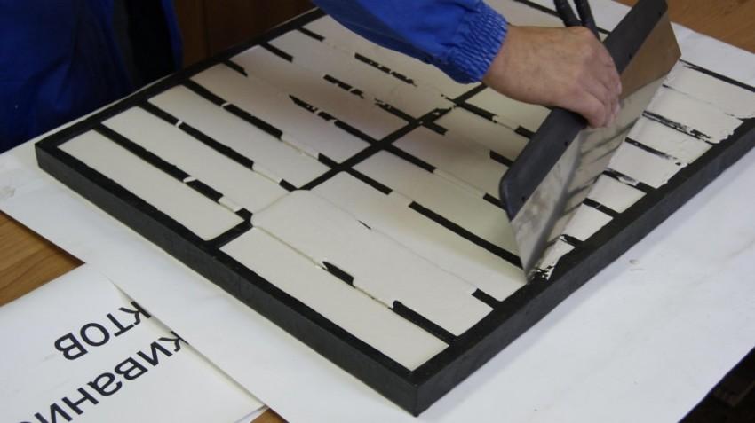 Для изготовления гипсовой плитки лучше всего подойдет гипс марки Гф 10