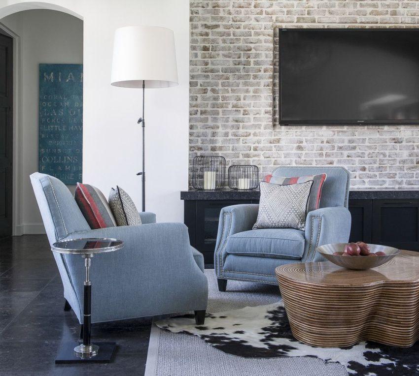 Внутренняя отделка декоративной плиткой позволит стильно и практично украсить интерьер