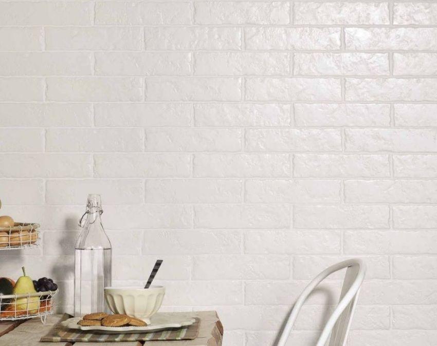 Декоративная плитка под кирпич защитит поверхности от загрязнений и износа