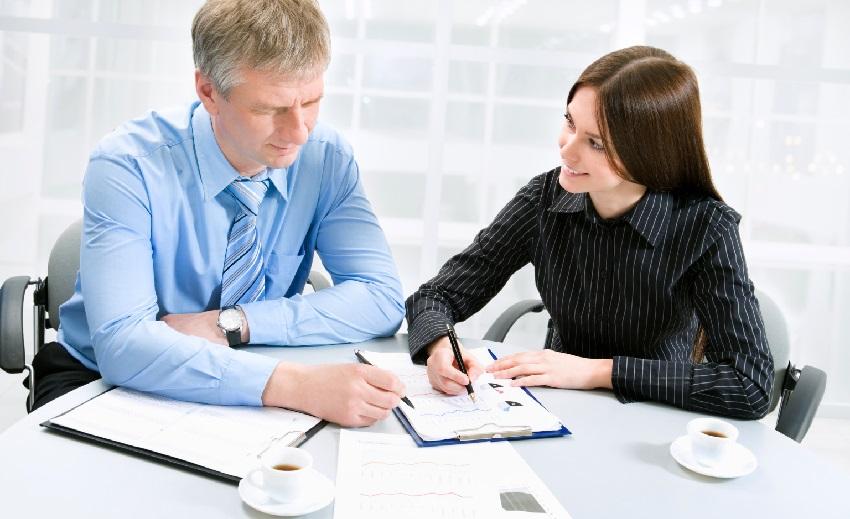 Оформить заявку на заем денег можно как в отделении банка, так и по телефону