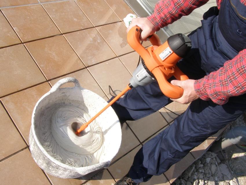 Использование строительного миксера для разведения клеевого состава
