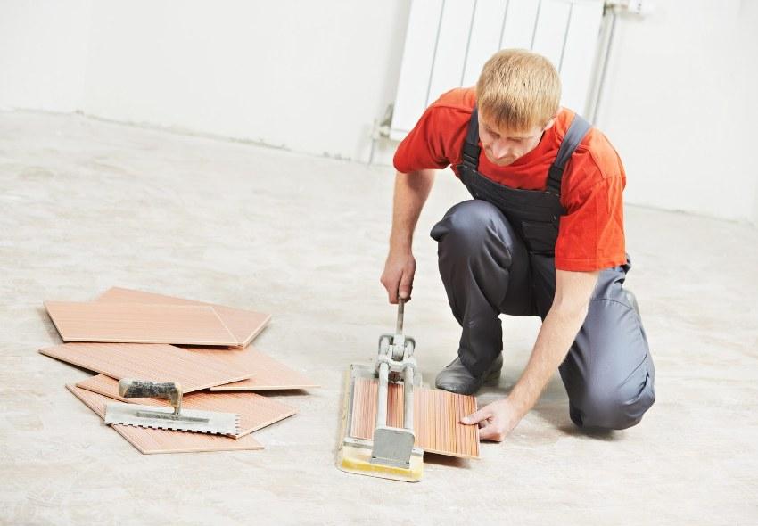 Ручной плиткорез - самый распространенный инструмент как среди профессионалов, так и среди людей, делающих ремонт своими руками