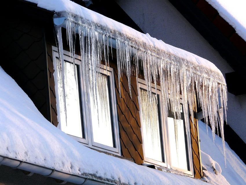 Зимний режим пластиковых окон позволяет обеспечить более плотное прилегание створки окна к раме