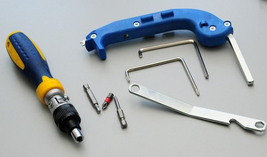 Специальный инструмент, который понадобится для регулировки металлопластиковых окон