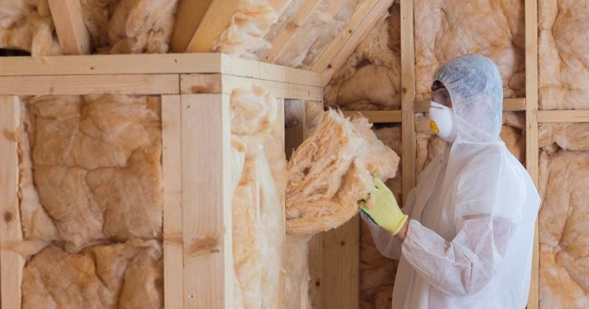 Утепление стекловатой производят для тепло- и звукоизоляции стен
