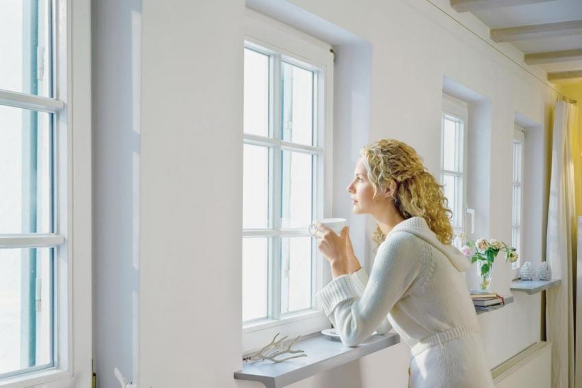 Деревянные окна считаются более экологичными чем пластиковые, но требуют дополнительного ухода