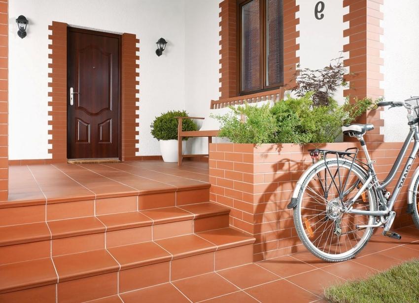 Благодаря широкому ассортименту размерного ряда, клинкером можно оформить не только фасад здания, но и ступени