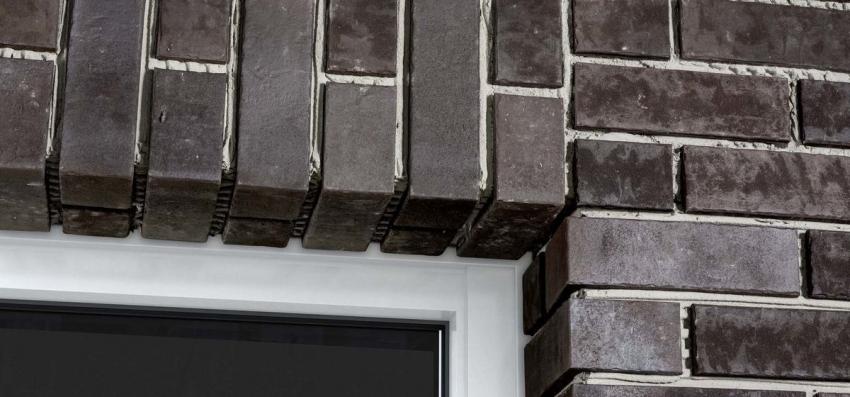 Кладка клинкерного кирпича зависит от архитектуры здания, для того чтобы выгодно подчеркнуть элементы фасада