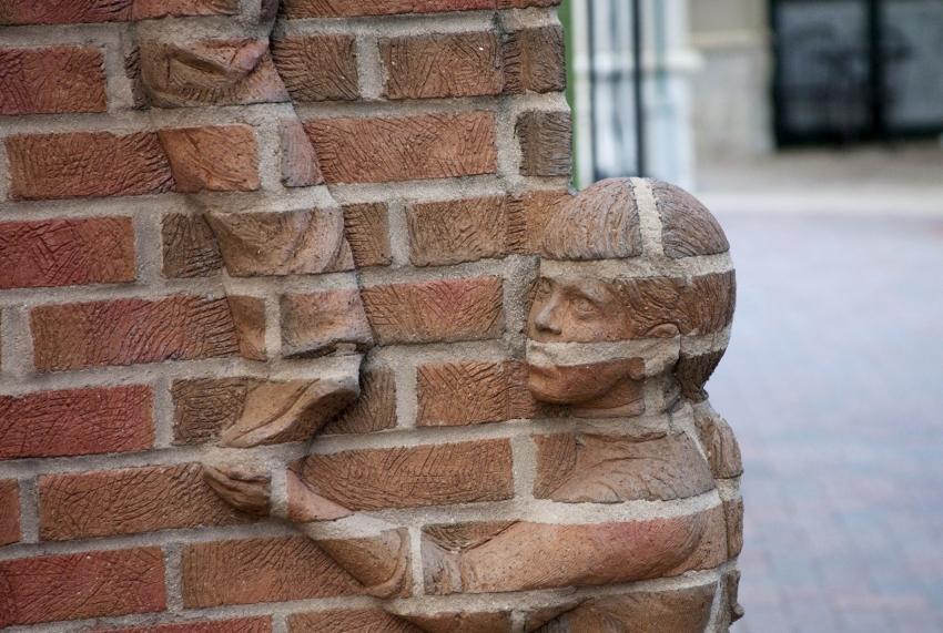 С помощью клинкерного кирпича можно создать настоящие шедевры облицовки фасада здания