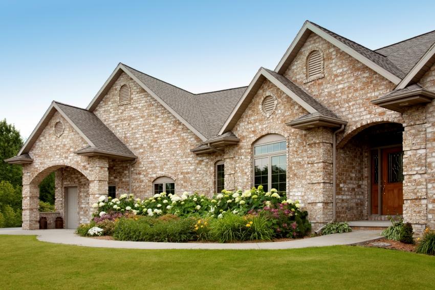 Благодаря отличным декоративным качествам, клинкерный кирпич может быть использован для наружной и внутренней отделки здания