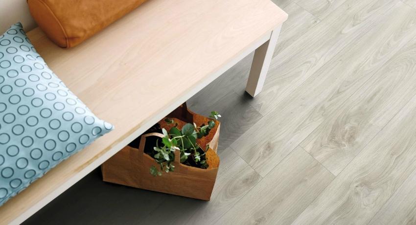 Кварцвиниловая плитка является одним из лучших вариантов для отделки пола, благодаря универсальности монтажа, высокому качеству материала и большому выбору дизайнерских решений