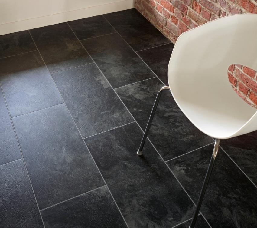 Отличием замкового типа кварц вниловой плитки от клеевого является меньшее требование к ровности основания