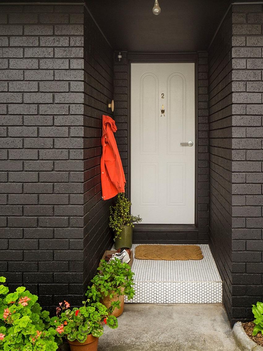 Облицовочный кирпич черного цвета является довольно популярным решением для облицовки зданий в стиле модерн или хай-тек