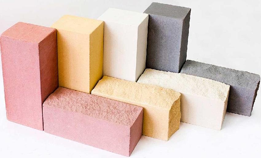 Бетонные кирпичи могут иметь различные цветовые оттенки