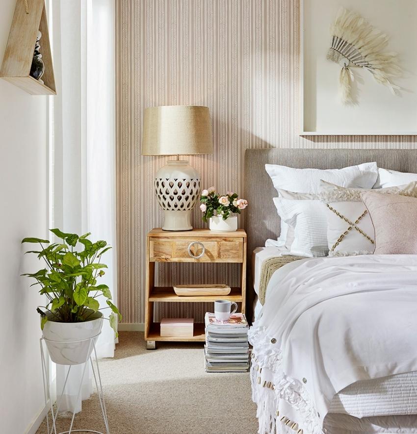Нежные оттенки оранжевого или коричневого способствуют расслаблению, поэтому как нельзя лучше подходят для оформления спальной комнаты
