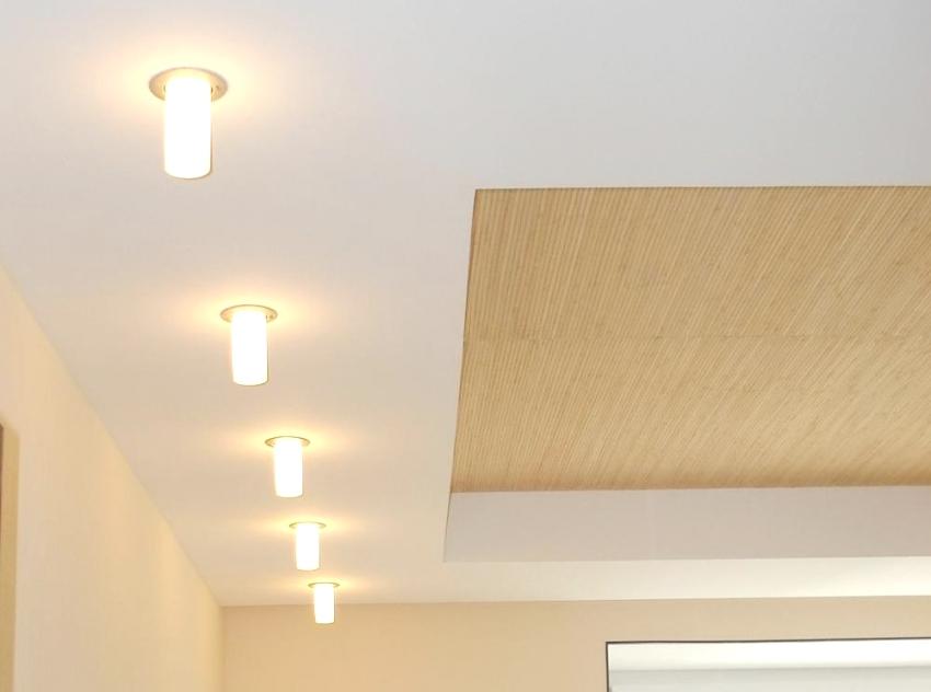 Бамбуковые обои можно использовать для отделки потолка, стен, ниш и арок