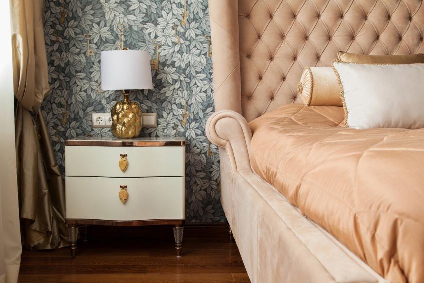 Цвет обоев для спальни должен сочетаться с мебелью и текстилем
