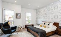 Стеклотканевые полотна обоев часто используются в комбинации с другими видами отделки