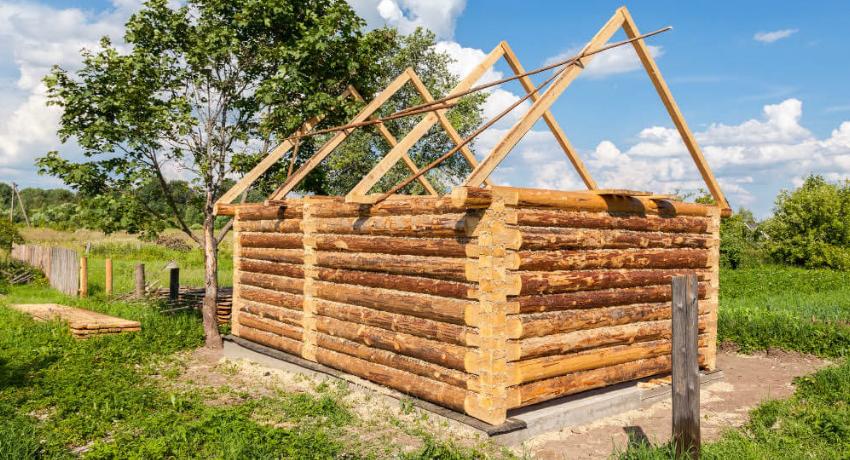 Тип фундамента для бани из бруса выбирается исходя из характеристик местной почвы, а также размера будущего строения