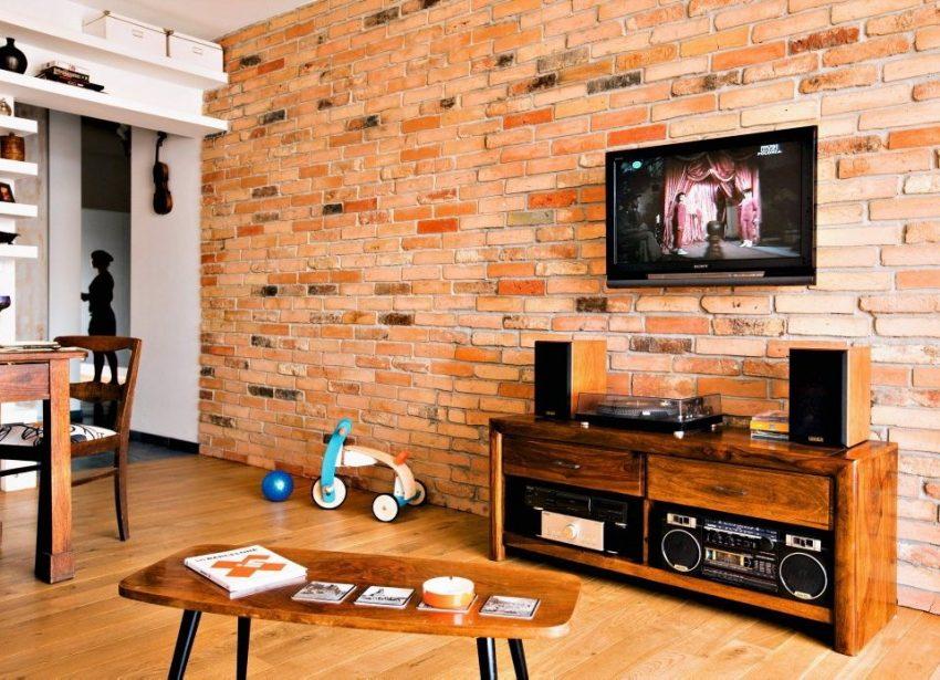 Декоративное оформление стены с помощью имитации кирпичной кладки