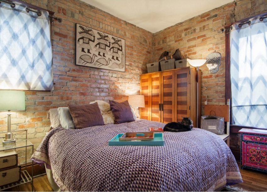 Стильный вариант оформления спальни с кирпичными стенами