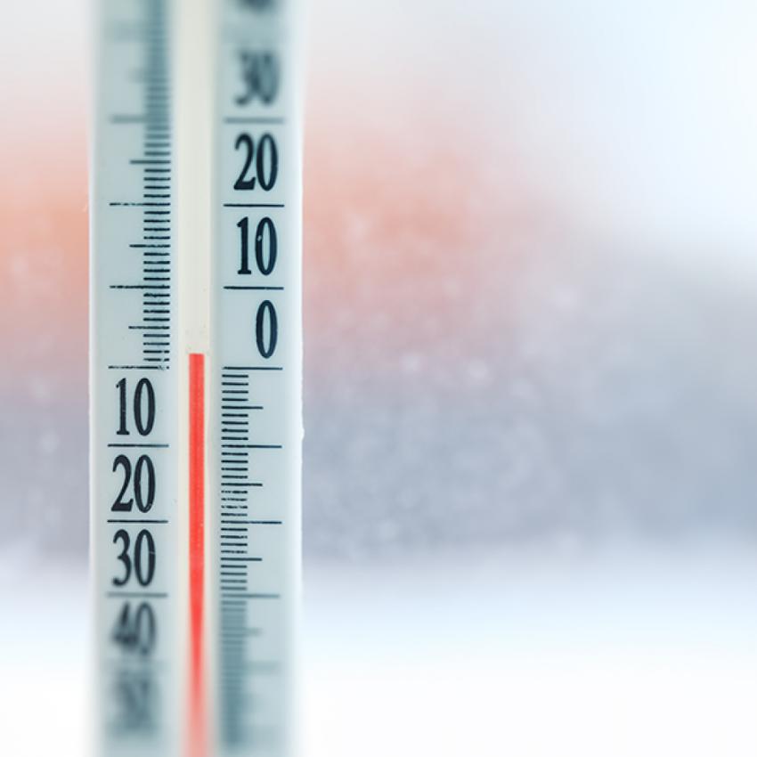В холодный период года наблюдаются значительные перепады температуры, которые могут провоцировать появление конденсата на окнах