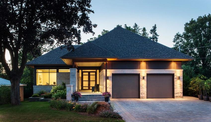 При возведении дома со встроенным гаражом, можно существенно сэкономить материалы для строительства