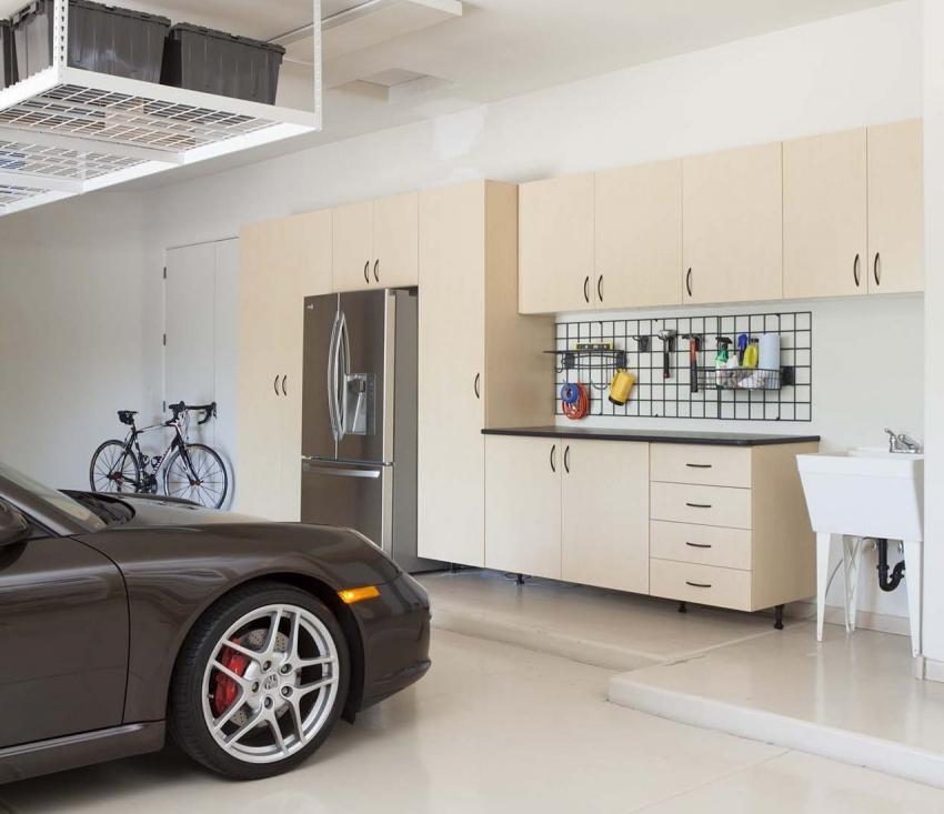 Гаражное помещение можно оформить в соответствии с общим интерьером дома