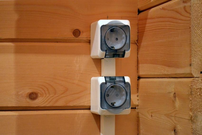 Для бани лучше приобрести розетки с защитными экранами