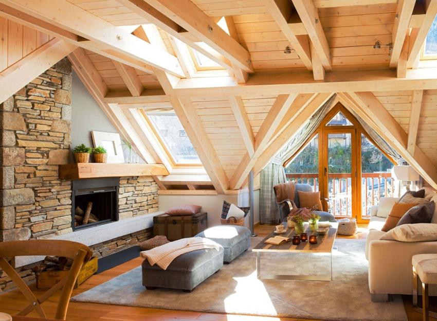 На мансардном этаже бани из бруса можно разместить комнату отдыха, столовую или спальню для гостей