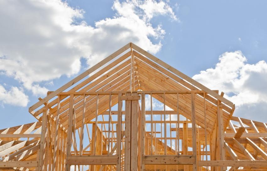 Стоит учесть, что важным моментом при выборе мансардного типа крыши для бани являются дополнительные меры по утеплению и изоляции конструкции