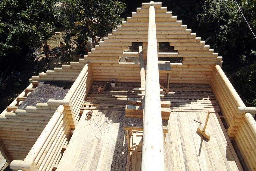 Сложная конструкция крыши требует наличия схемы крепления стропил для равномерного распределения веса