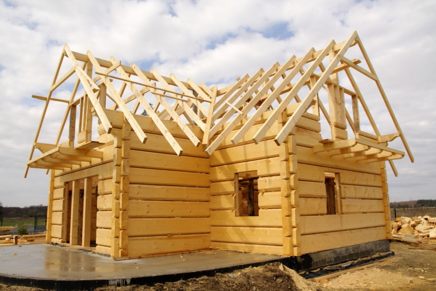 Благодаря использованию клееного бруса для строительства, постройка получится прочной, надежной и долговечной