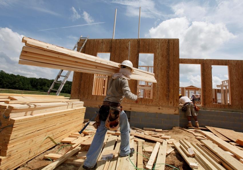 В стоимость строительства дома под ключ от компании «Вудстаил» входит укладка фундамента, возведение стен и крыши