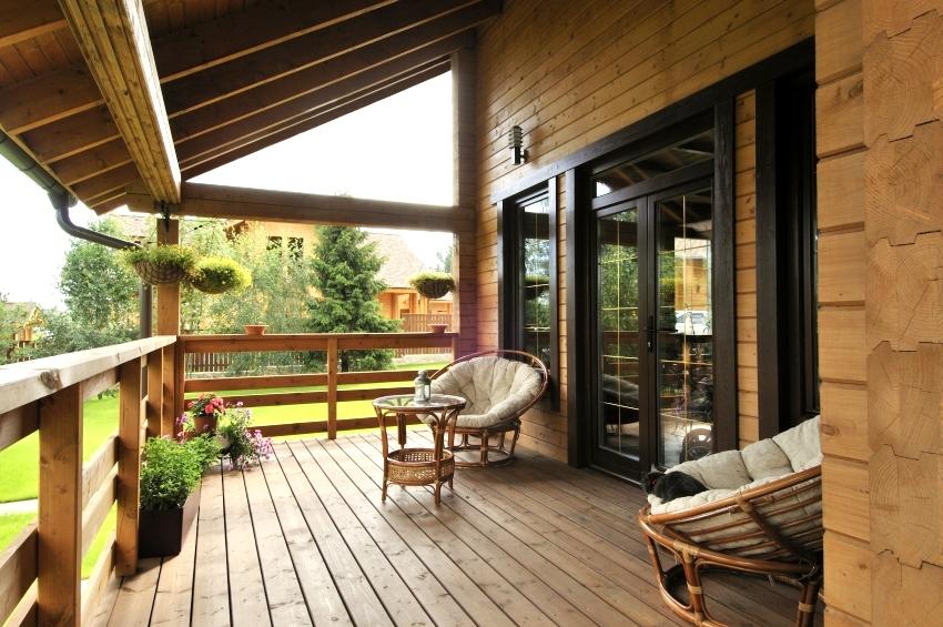При проектировании дома лучше заранее предусмотреть зону отдыха - террасу
