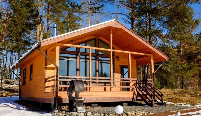 Стоимость постройки из рубленного вручную бревна значительно выше, чем из профилированного бруса