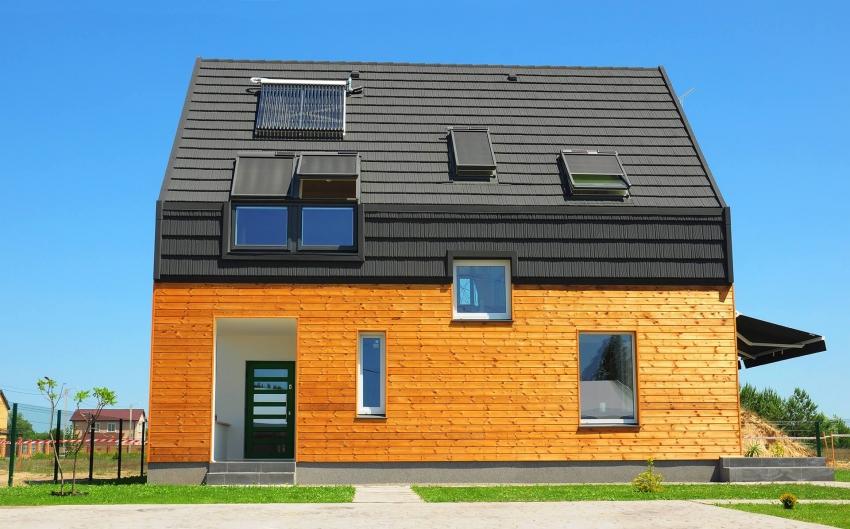 Строительство дома из бруса требует тщательной подгонки каждого элемента
