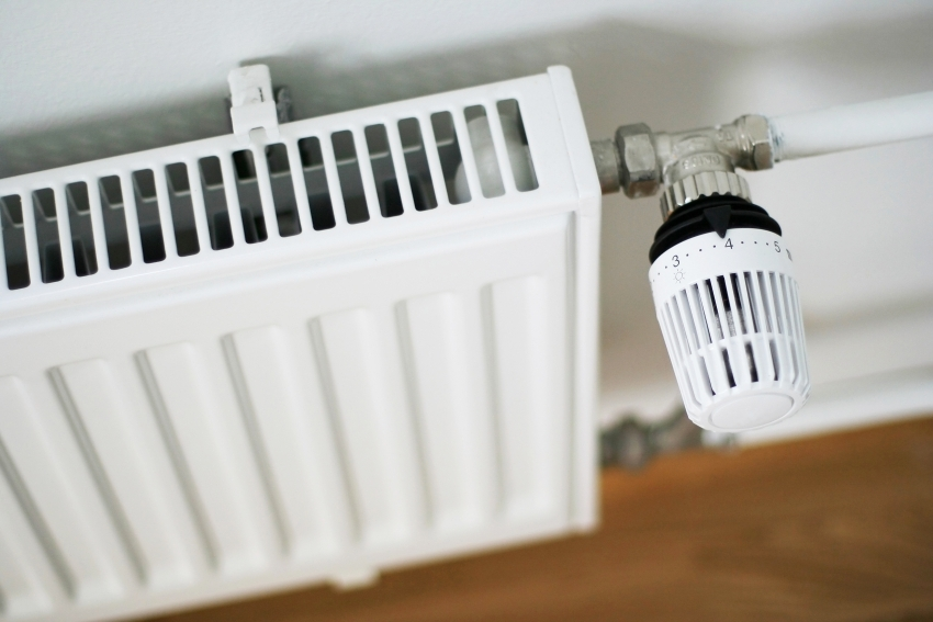 Для того чтобы система отопления работала исправно и поддерживала необходимую температуру в доме, необходимо правильно выбрать теплоноситель эксплуатационным характеристикам оборудования