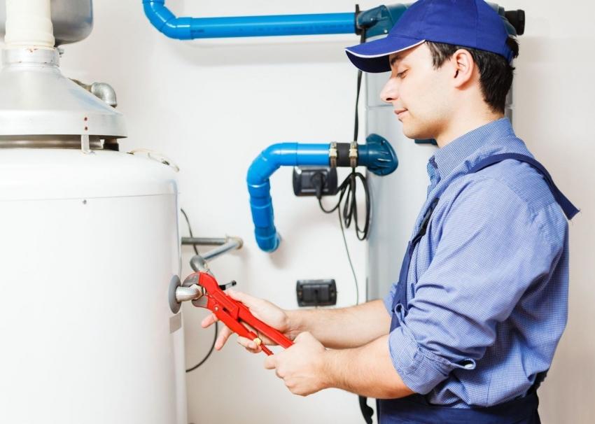 При выборе теплоносителя для закрытой системы отопления, важно учитывать объем расширительного бачка