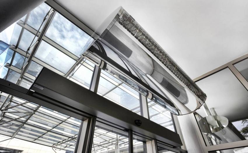 Тепловая завеса защищает помещение от проникновения вместе с уличным воздухом пыли, дыма и неприятного запаха