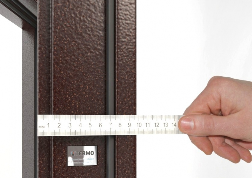 При покупке дверей с терморазрывом стоит учесть, что ширина такой конструкции больше чем стандартных конструкций