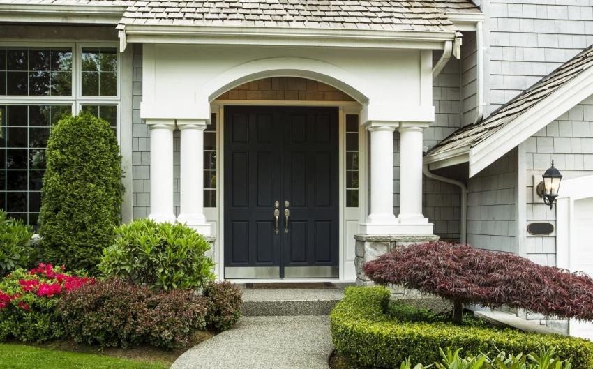Современные производители предлагают широкий выбор дизайна дверей с терморазрывом, что позволяет подобрать лучшую модель для частного дома