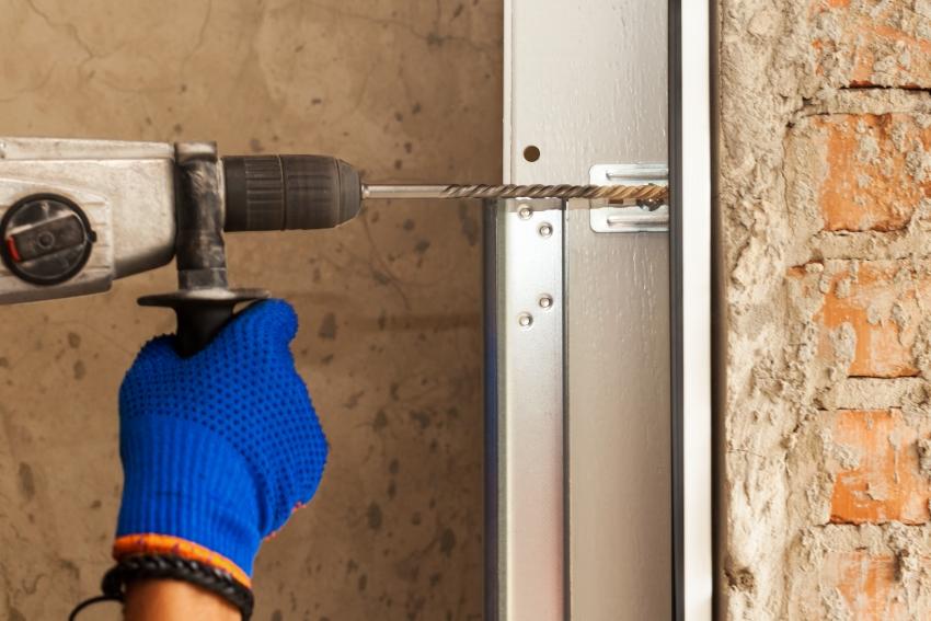 Стоит учесть, что важным нюансом при установке дверей с терморазрывом является правильный монтаж коробки и изоляции швов